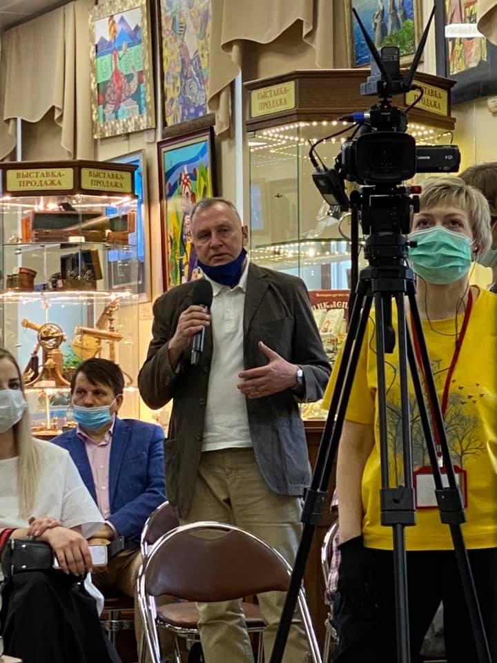 Рубен Маркарьян презентовал романы «Ключевая фраза» и «Кортик фон Шираха» в Библио-Глобусе